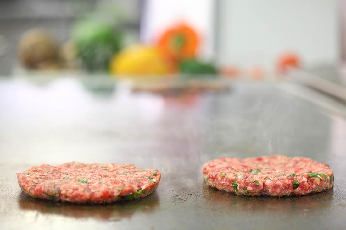 Mleté maso jedině s čerstvými bylinkami.